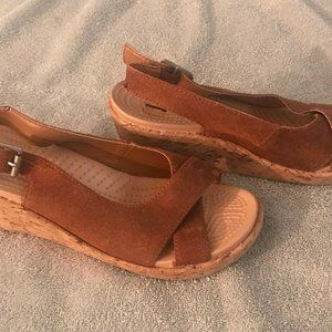 Size 7 crocs